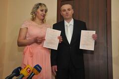 Пожизненно осужденный убийца женился в Харькове: фото и видео уникальной свадьбы