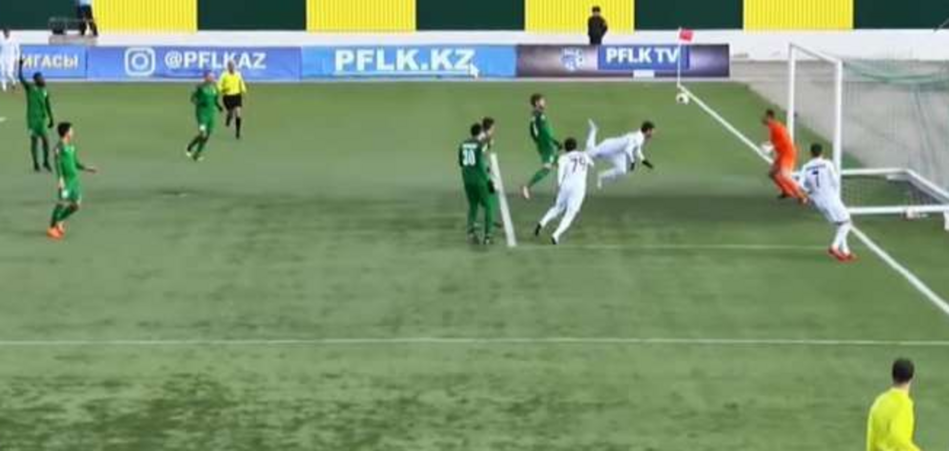 Екс-футболіст збірної України забив приголомшливий гол ударом скорпіона: відео шедевра
