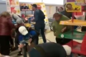 Россияне устроили бойню в магазине из-за игрушек: видеофакт