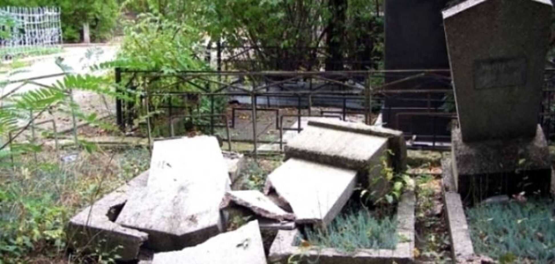 Девочку убило могильной плитой на кладбище под Одессой