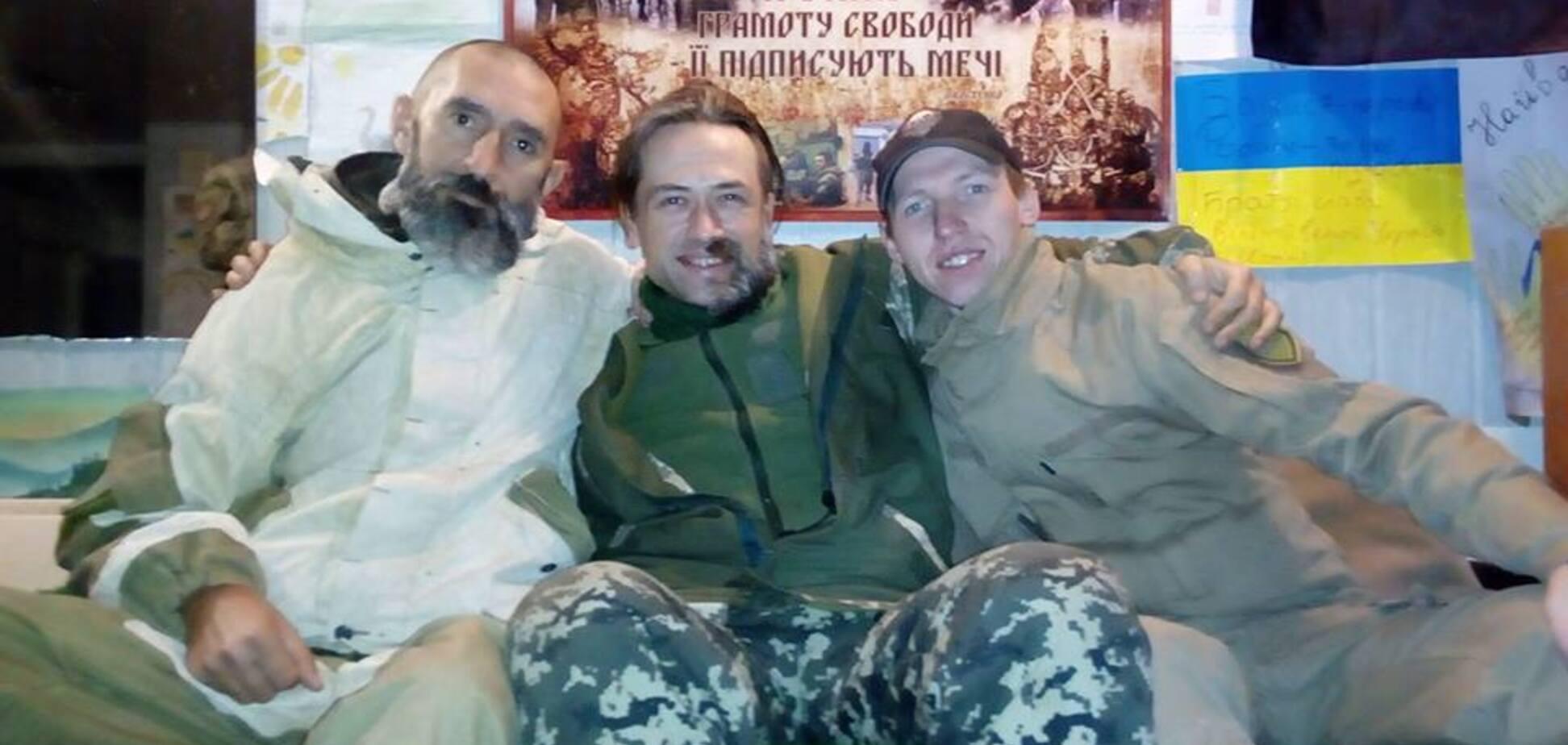 Небритый и с гранатой: появились новые фото Пашинина в зоне АТО