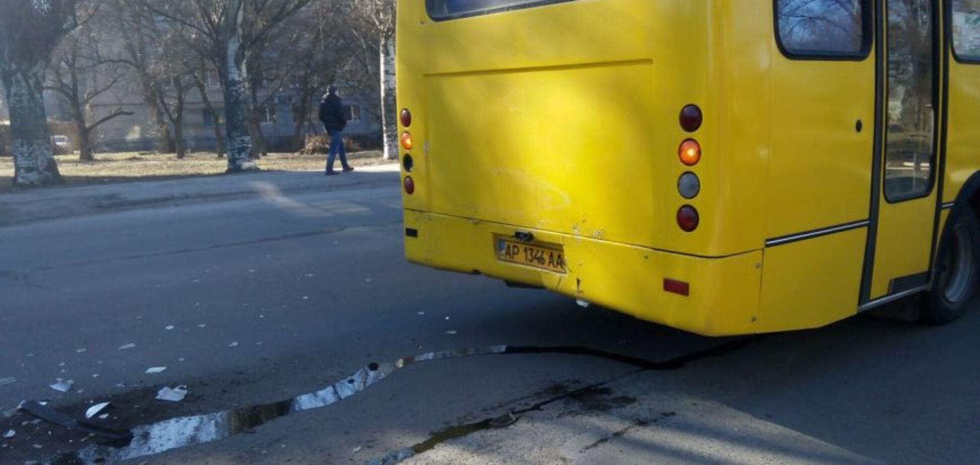 В Запорожье водитель маршрутки жестоко обошелся с инвалидом на костылях