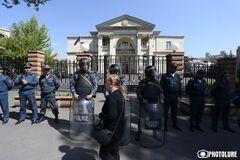 'Оксамитова' революція у Вірменії: протестувальники прорвалися до резиденції прем'єра