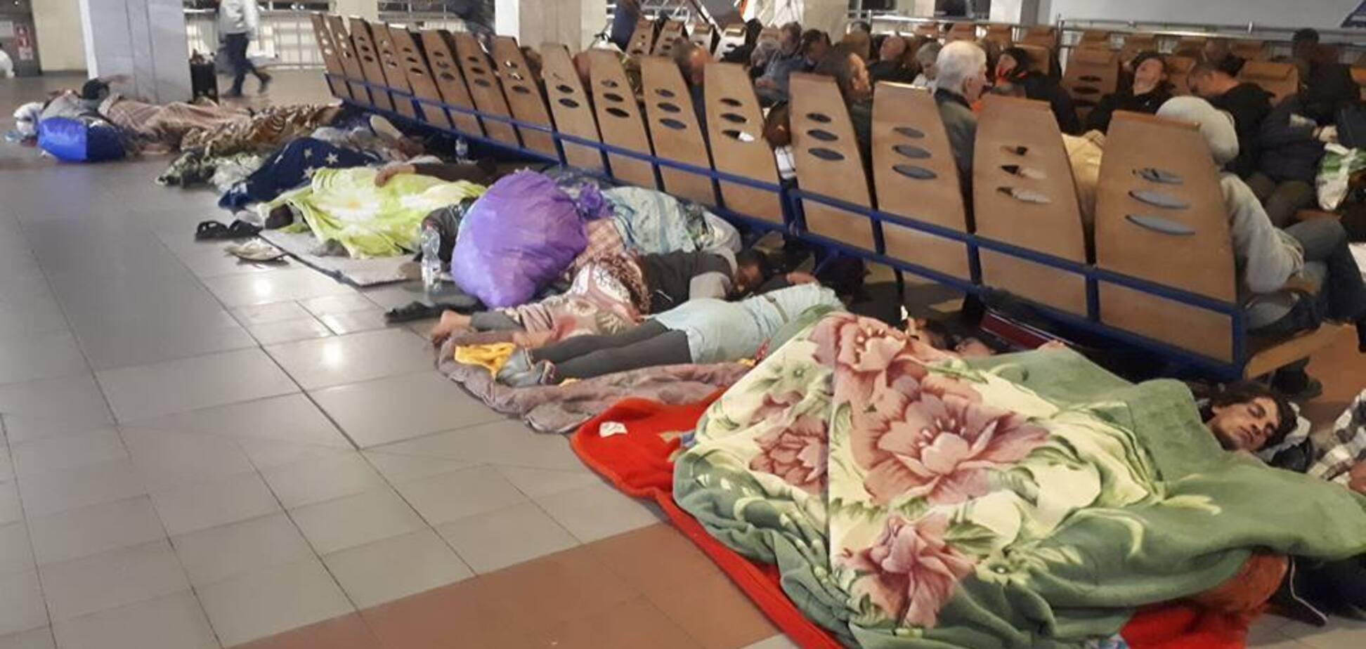 Ромы 'захватили' вокзал в Киеве: в полиции отмахнулись