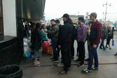 'Припиніть бухати!' У Києві націоналісти оголосили 'війну' ромам на ж/д вокзалі
