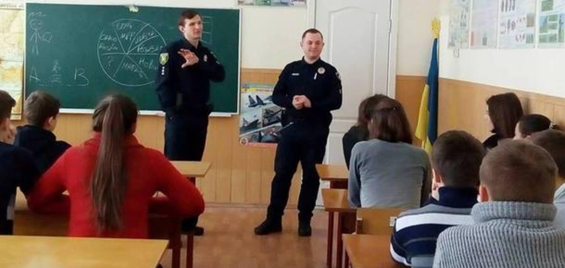 12 'шкільних копів' працюватимуть з дітьми Харкова