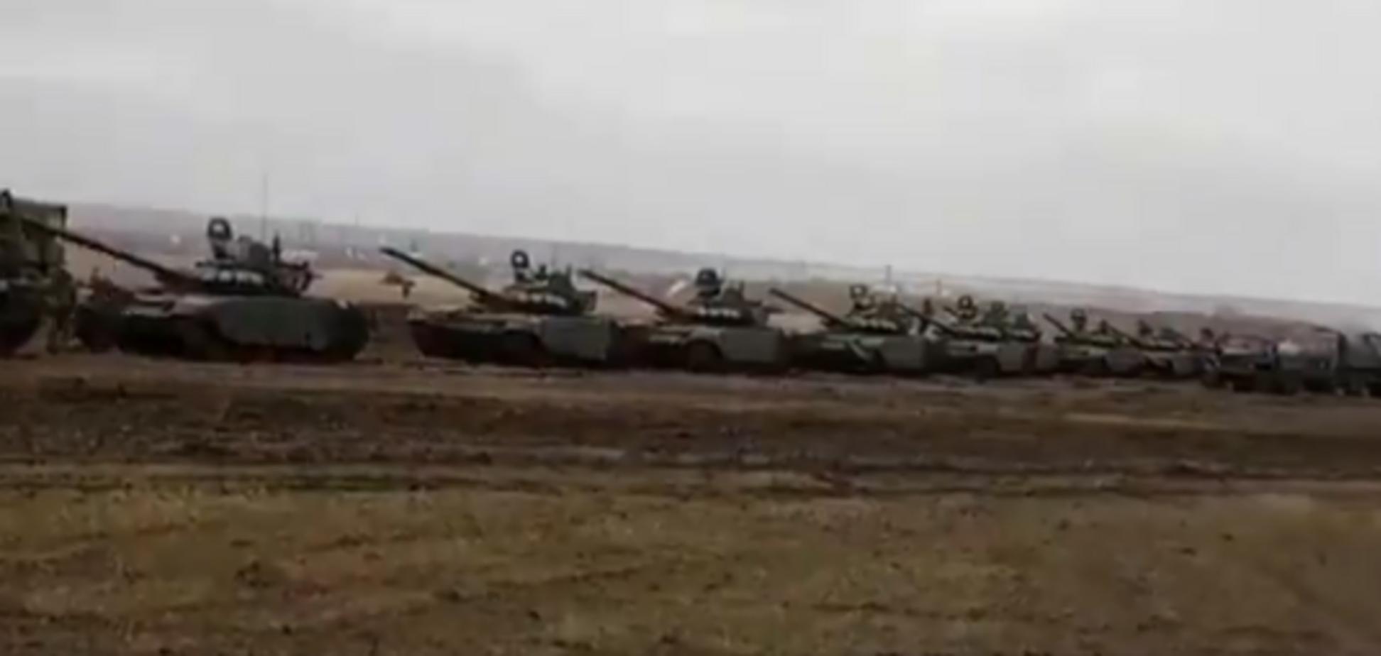 Російські танки помічені недалеко від кордонів України: з'явилося відео