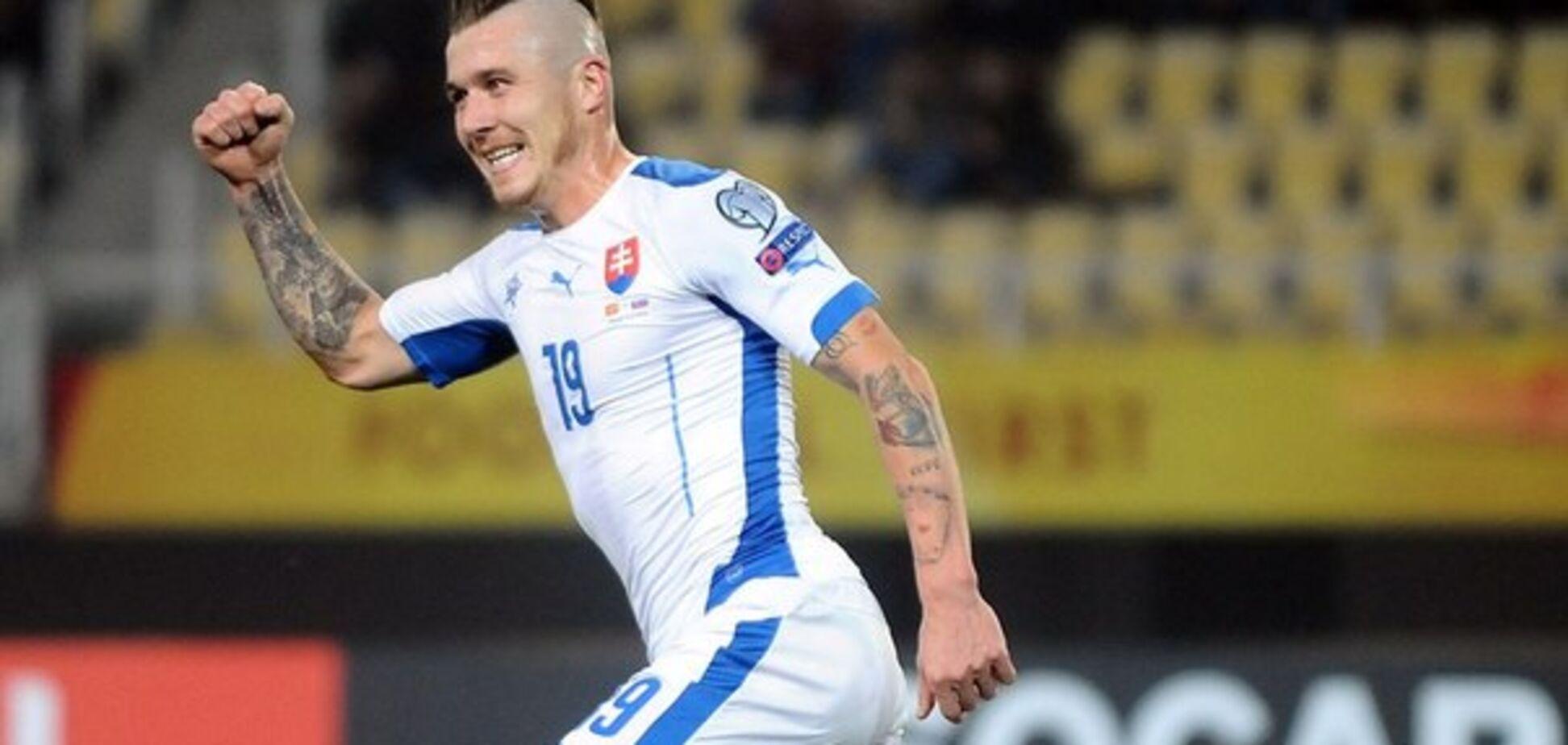 Футболист сборной Словакии забил феноменальный гол в 'девятку' с 50 метров: видео шедевра
