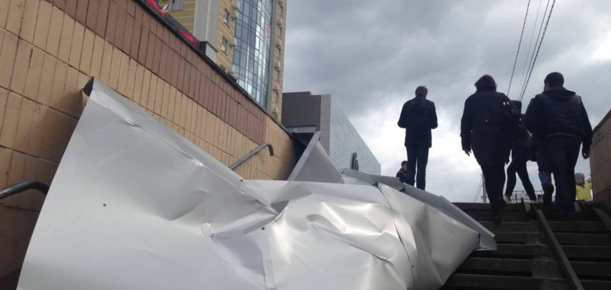 В Киеве крыша ТЦ упала на женщину: что делать в таких ситуациях
