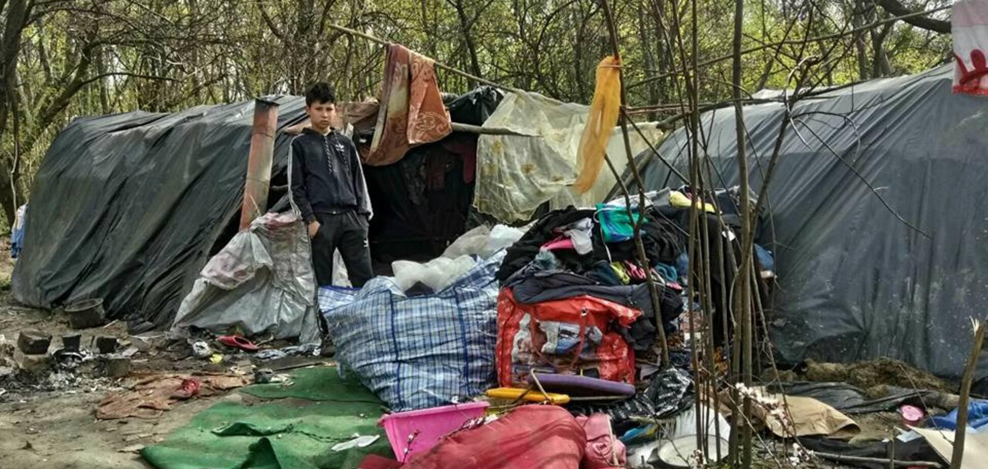 'Їх ще більше!' У Києві роми окупували гору