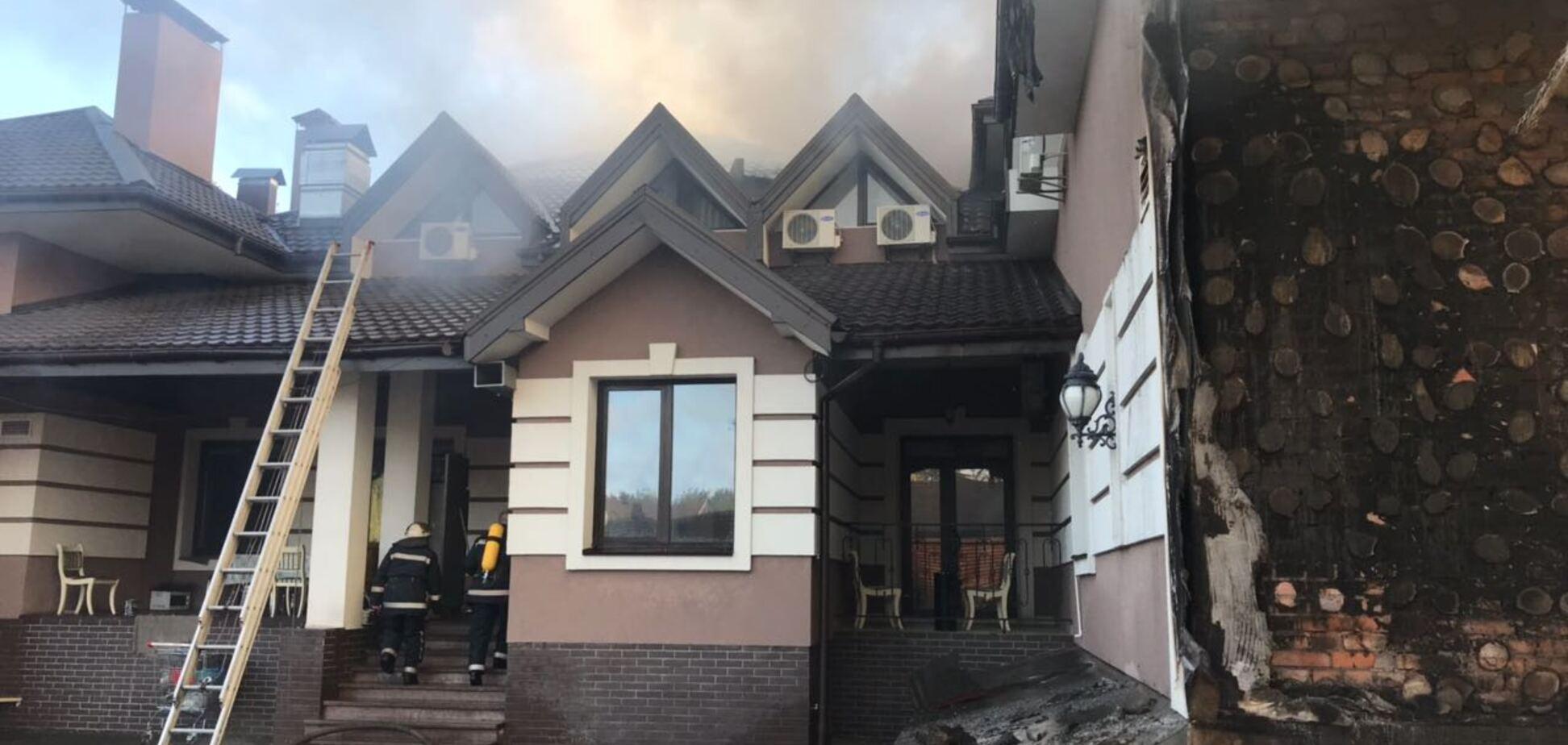 Под Киевом вспыхнул ресторан: опубликованы фото последствий