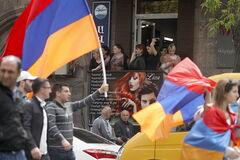 'Ви проти волі царя-Путіна?' У протестах Вірменії побачили показовий момент