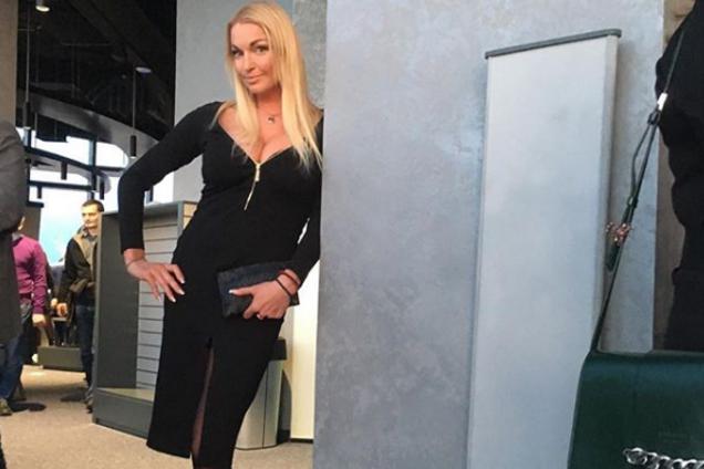 В России куча проблем: Волочкова пожаловалась на бегство артистов