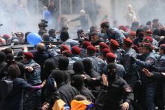 'Оксамитова революція' в Єревані: почалися масові затримання