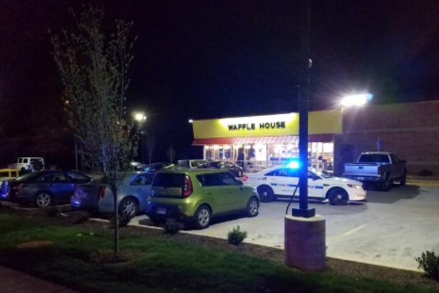 ВСША голый мужчина застрелил троих человек вкафе