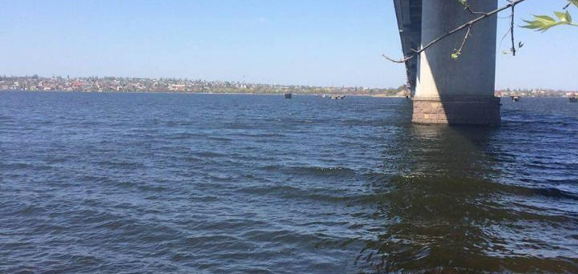 У Миколаєві поліцейські врятували дівчину, яка стрибнула з моста