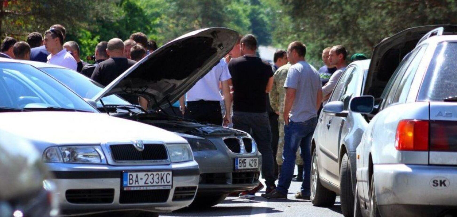 Розмитнення за добу? Журналісти розкрили злодійську схему в одеському 'Автохабі'