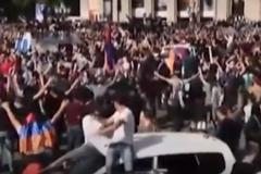'Майдан' в Вірменії: з'явилася реакція протестувальників на відставку Саргсяна