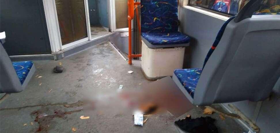 Едва не убило: в Киеве у трамвая на ходу отвалилась деталь