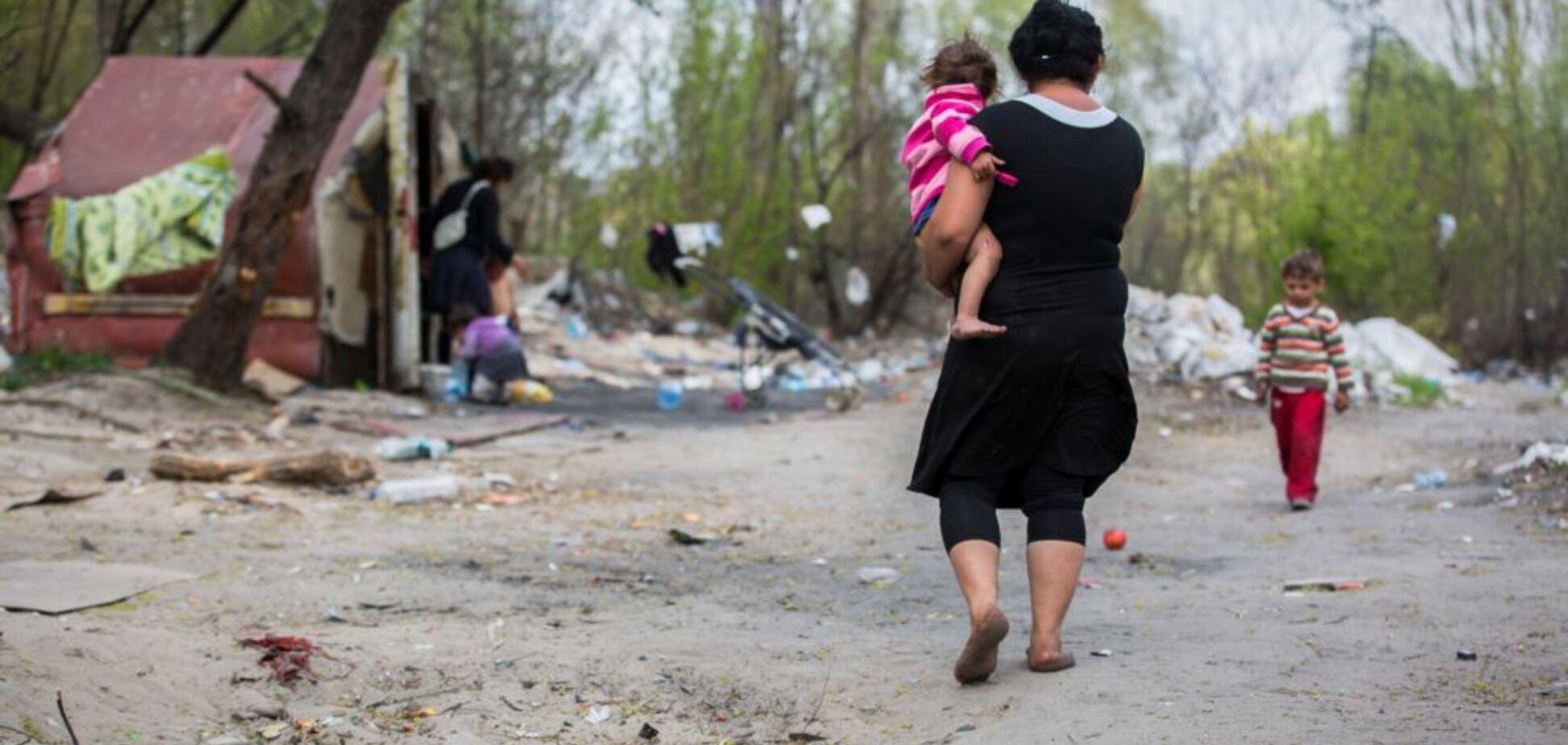 'Развалят бульдозером': ромы Киева заявили об угрозах от людей в форме