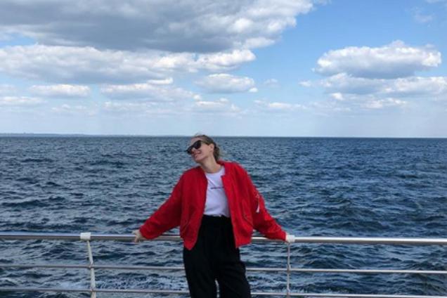 Открыла сезон: Катя Осадчая похвасталась фото в купальнике