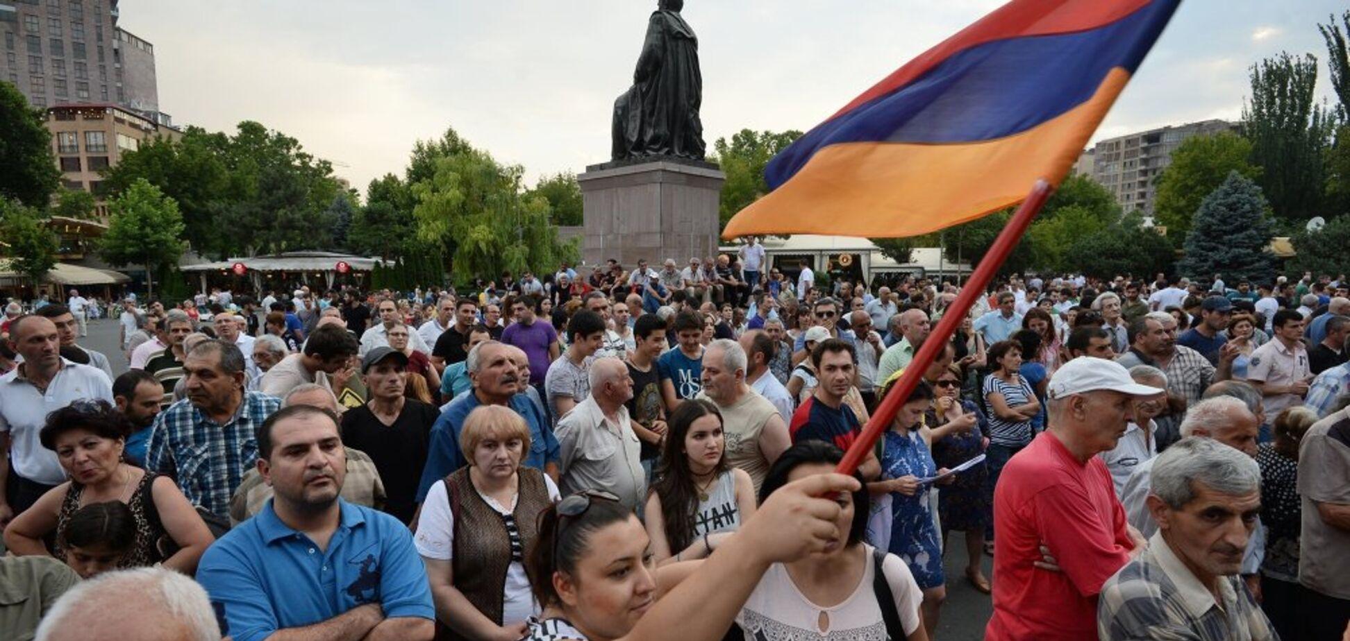 'Відомий зв'язками з Москвою': в Вірменії побачили, як РФ 'мочить' лідера протестів