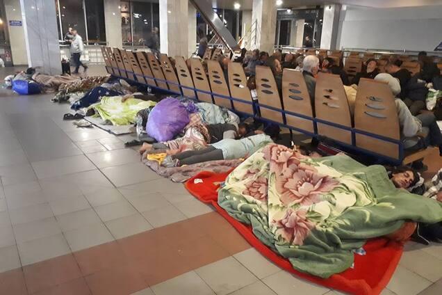676af0d115940b В управлении информационно-аналитической поддержки Главного управления  Национальной полиции в Киеве заявили, что массовое пребывание ромов на  Центральном ...
