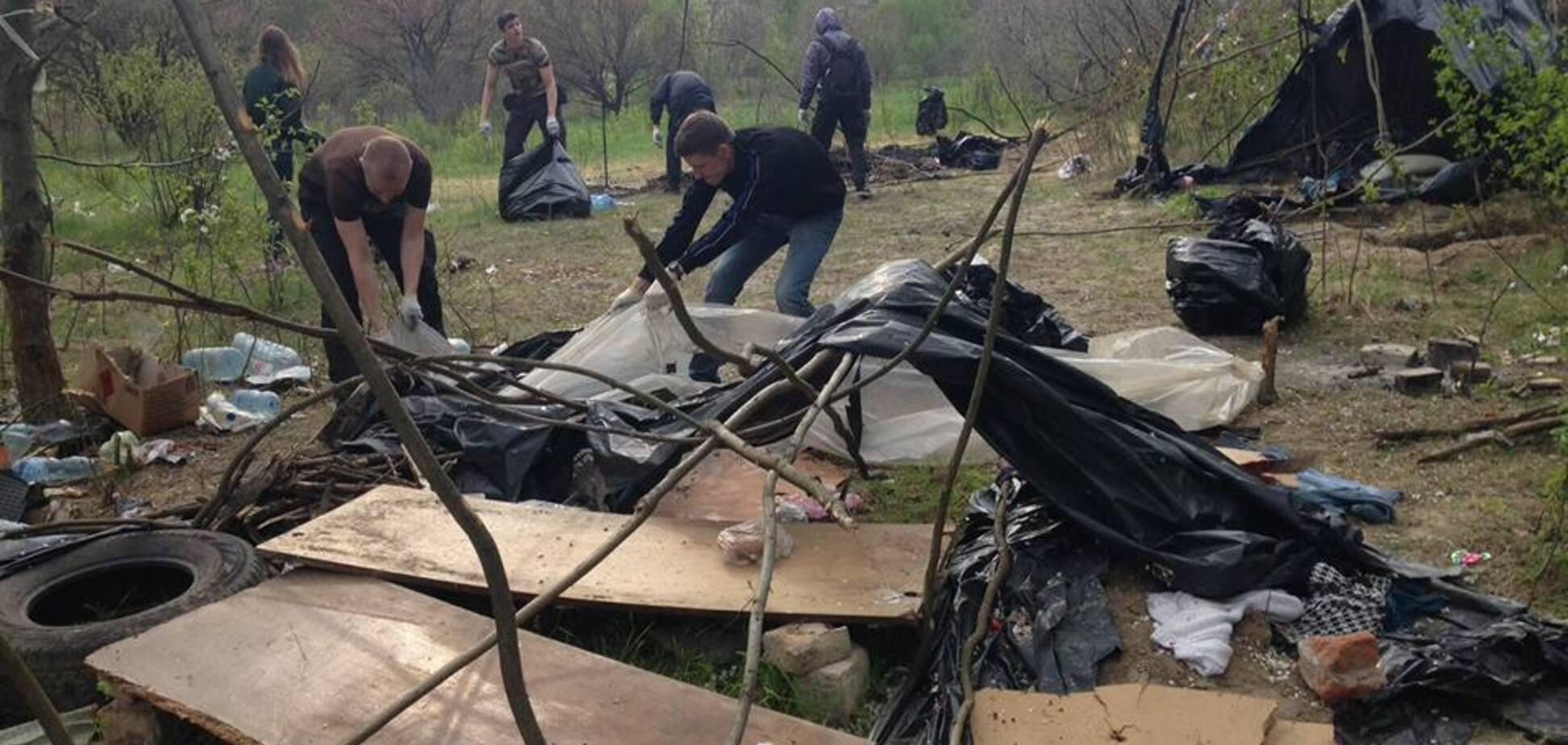 Що залишилося від табору ромів після погрому в Києві: опубліковані фото