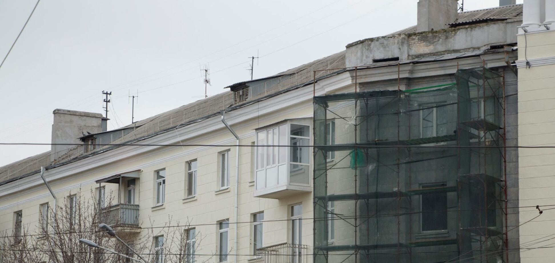 В Днепре демонтируют застекленные балконы