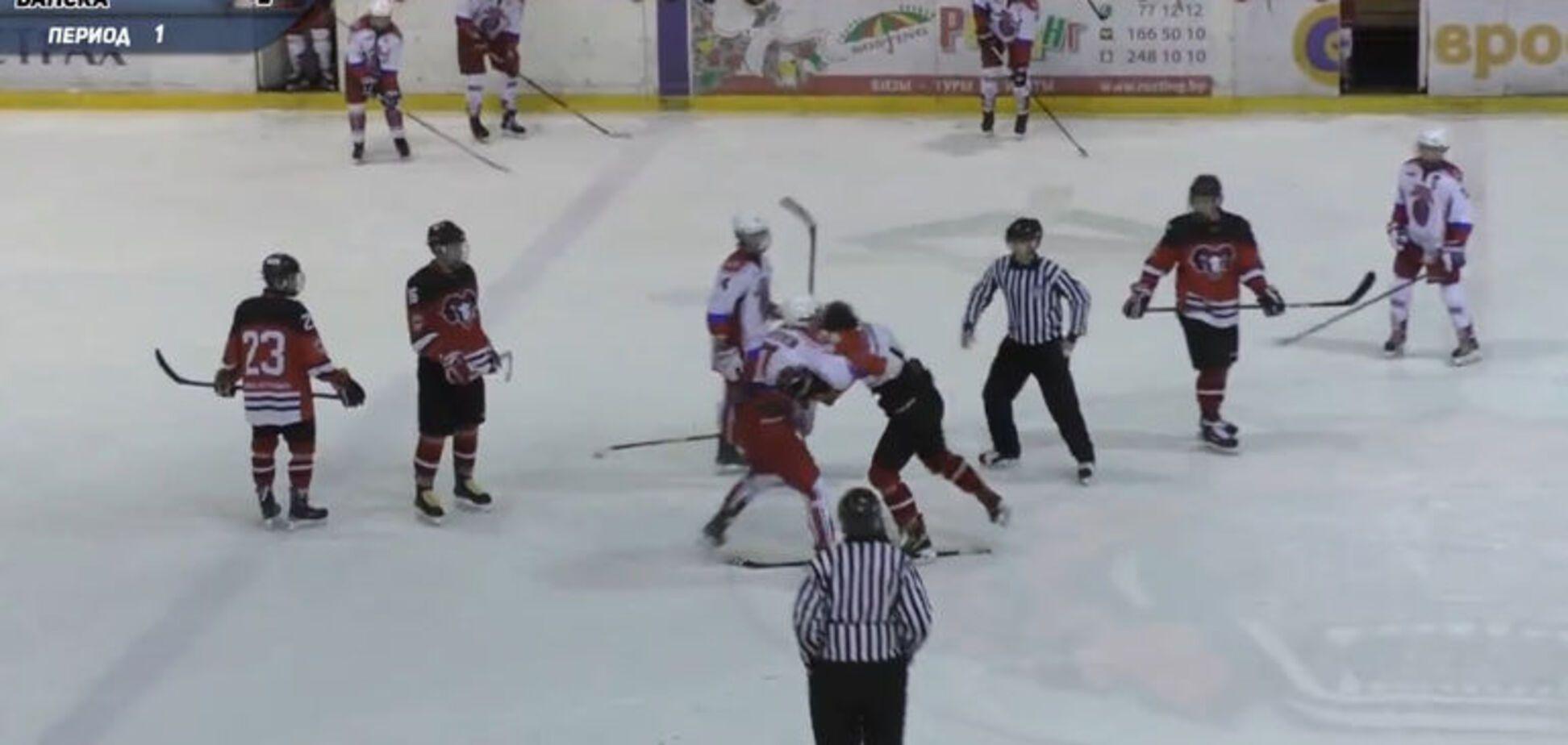 Дичина дня: юні російські хокеїсти побили суперників - Відеофакт