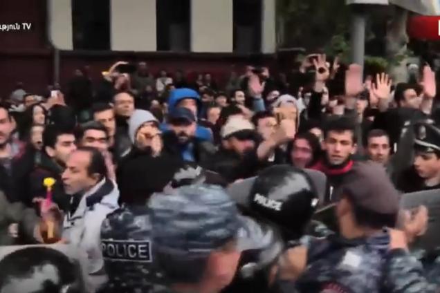 В Ереване произошли столкновения: все подробности
