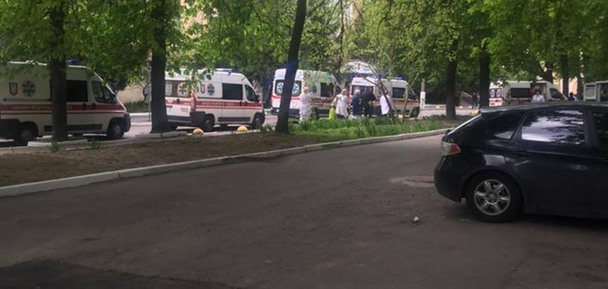 Сирены и мигалки: по Киеву промчались 'скорые' с бойцами АТО