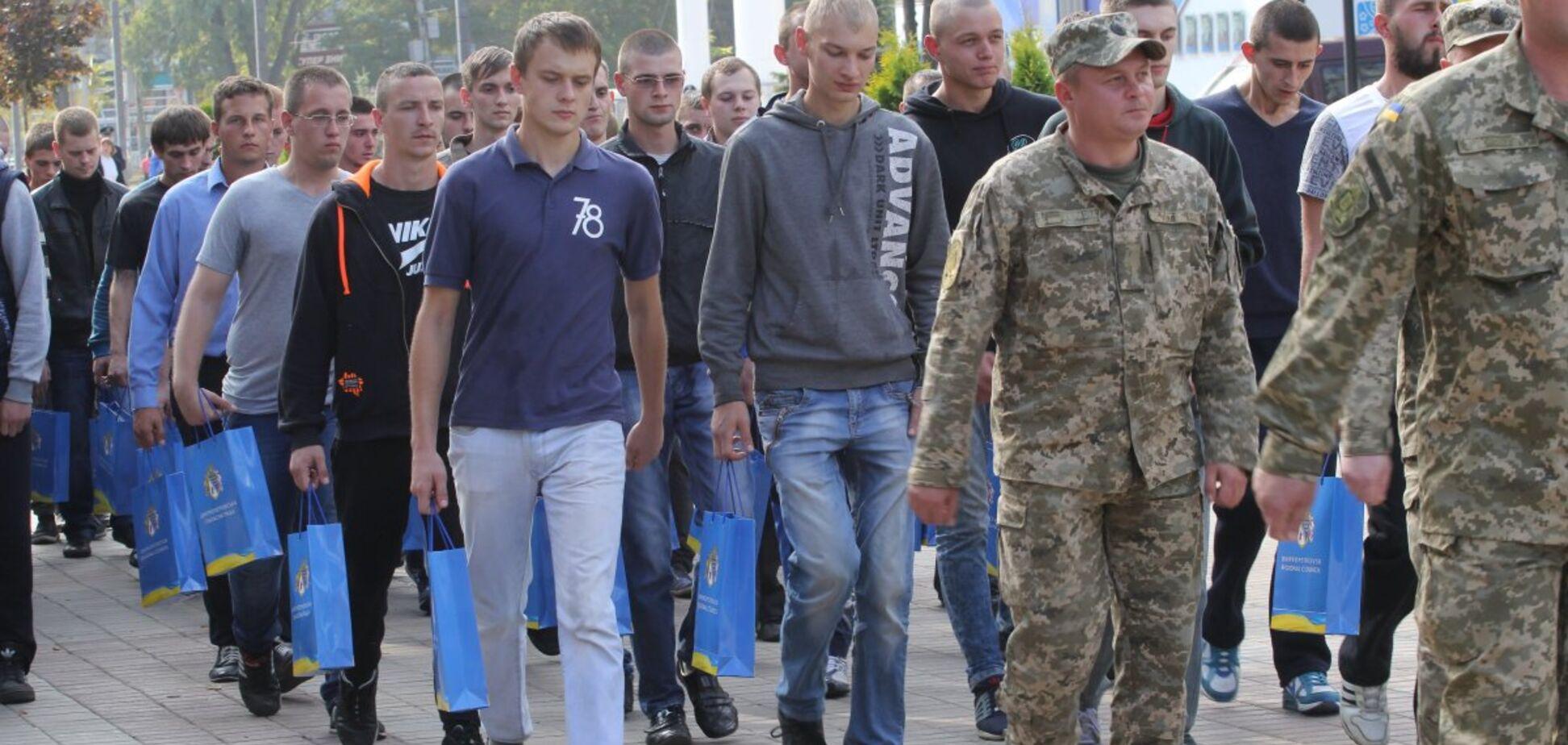 Нужен ли Украине призыв в армию: мнение военного эксперта