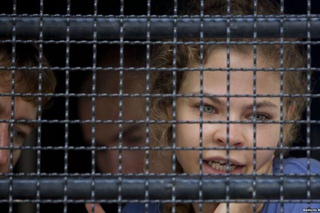 ''Развращала праведных блудниц'': Шнуров жесто опустил Настю Рыбку в новом стихе