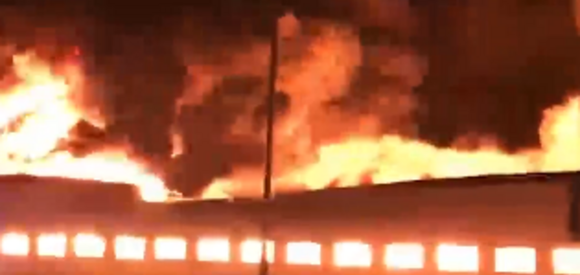 Обвалився дах: у Росії запалав черговий великий магазин