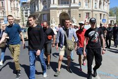 Відбивалася палицею: в Одесі спіймали прихильницю 'русского мира'