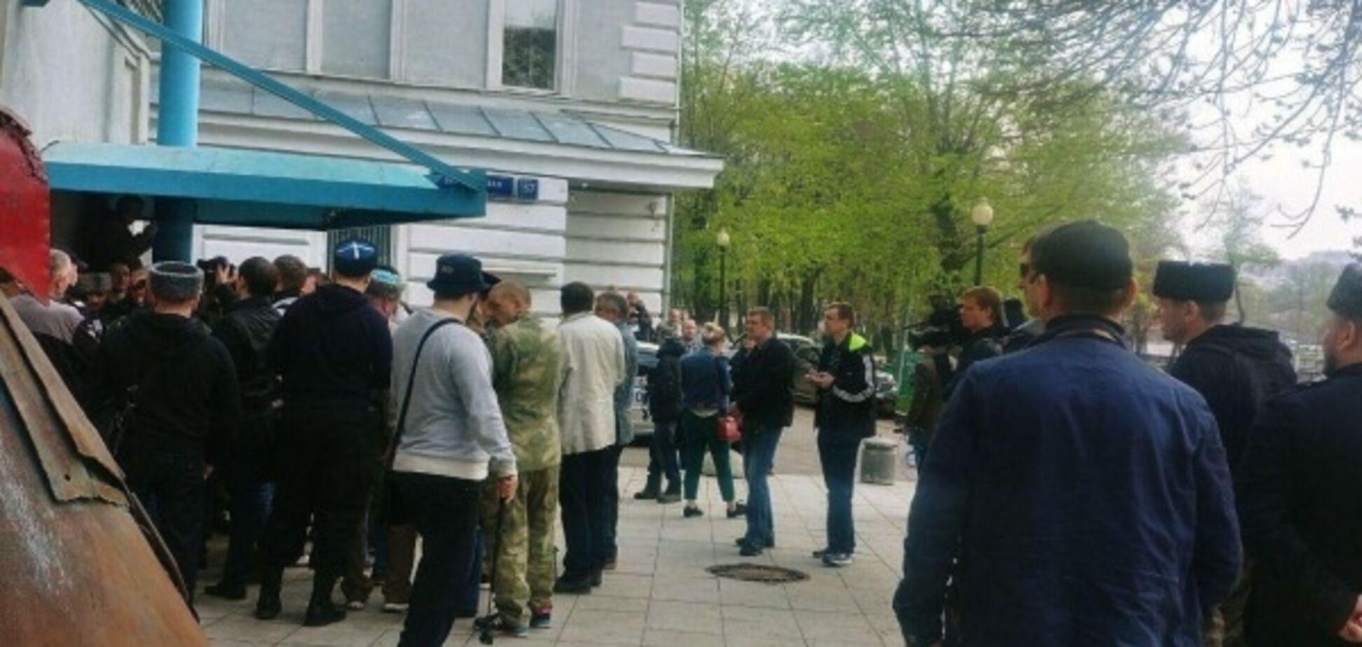 Прихильники 'Л/ДНР' взяли в облогу центр в Москві