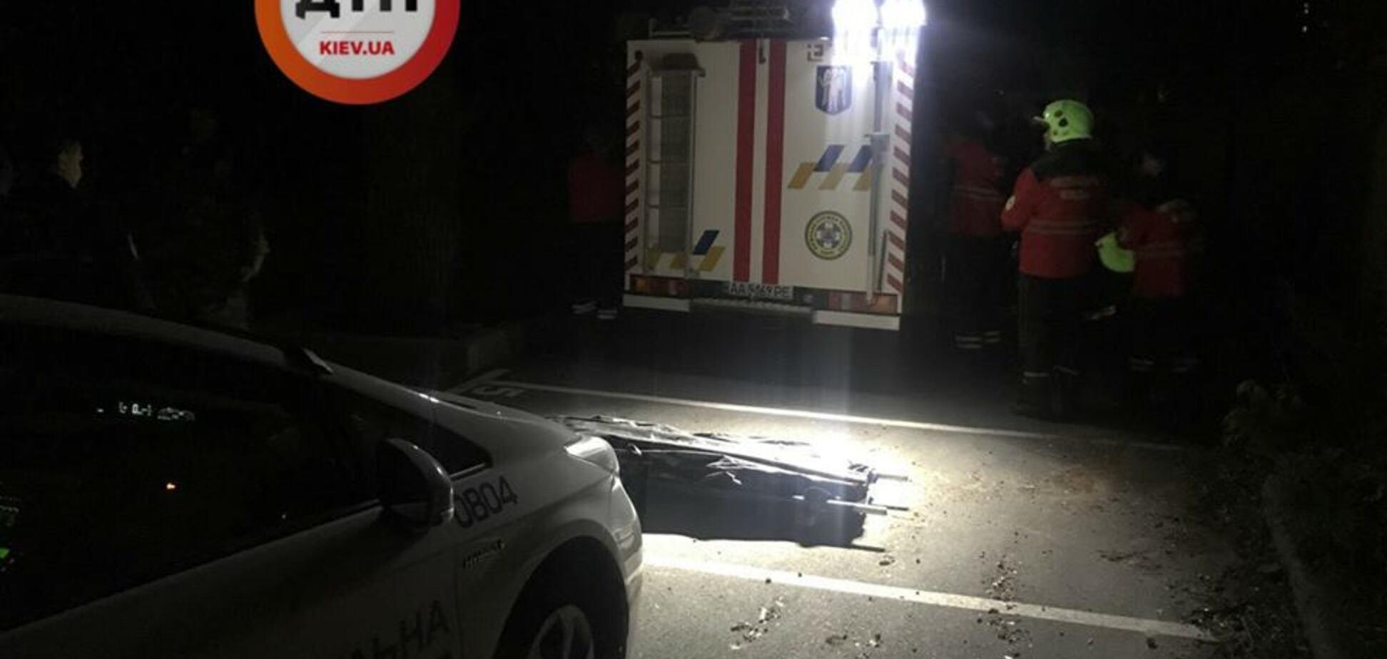 Побачення закінчилося смертю: в Києві в шахту ліфта впала дівчина. моторошні фото