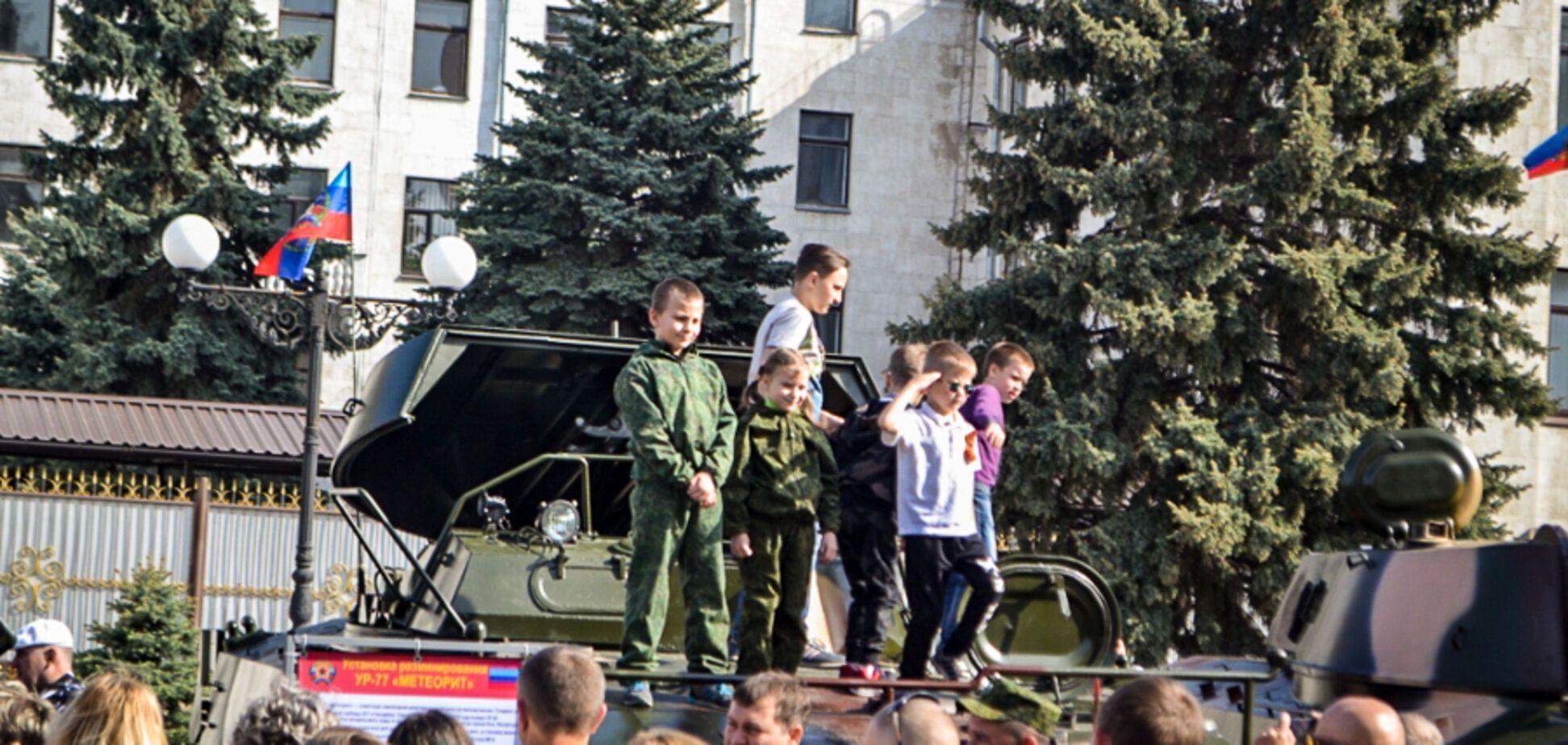 9 травня в Луганську: терористи вигнали на парад дітей