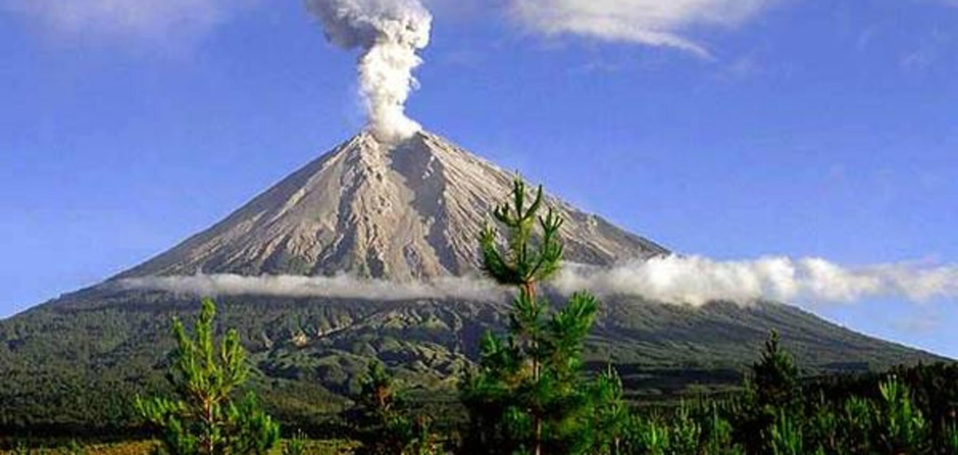 На острове Ява началось извержение вулкана: людей эвакуировали