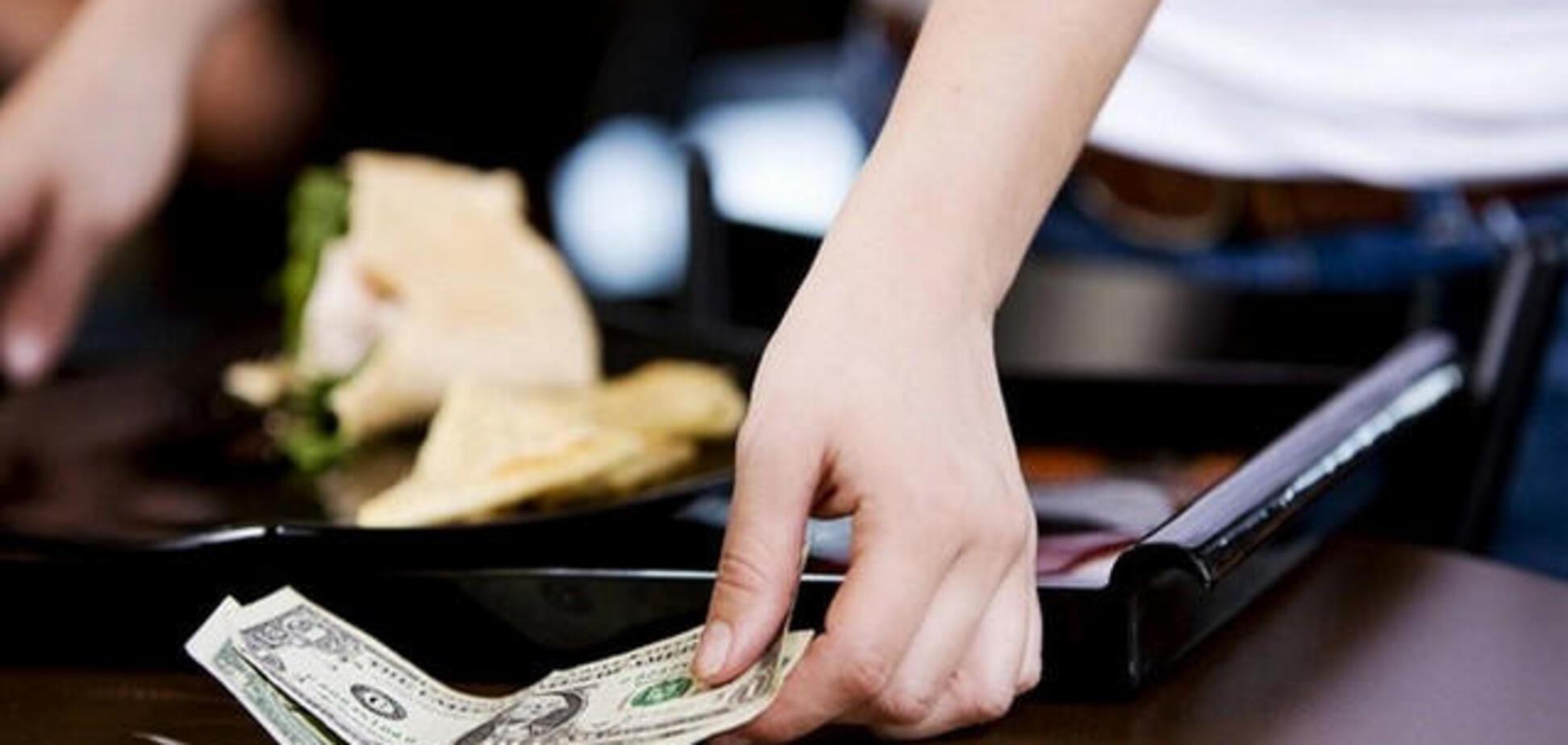 Кому женщины платят за секс