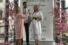 Родичі не прийшли: нові подробиці про весілля скандального нардепа