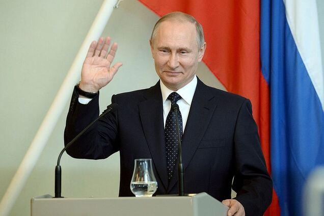 Четыре срока – мало: в России решили продлить президентство Путина