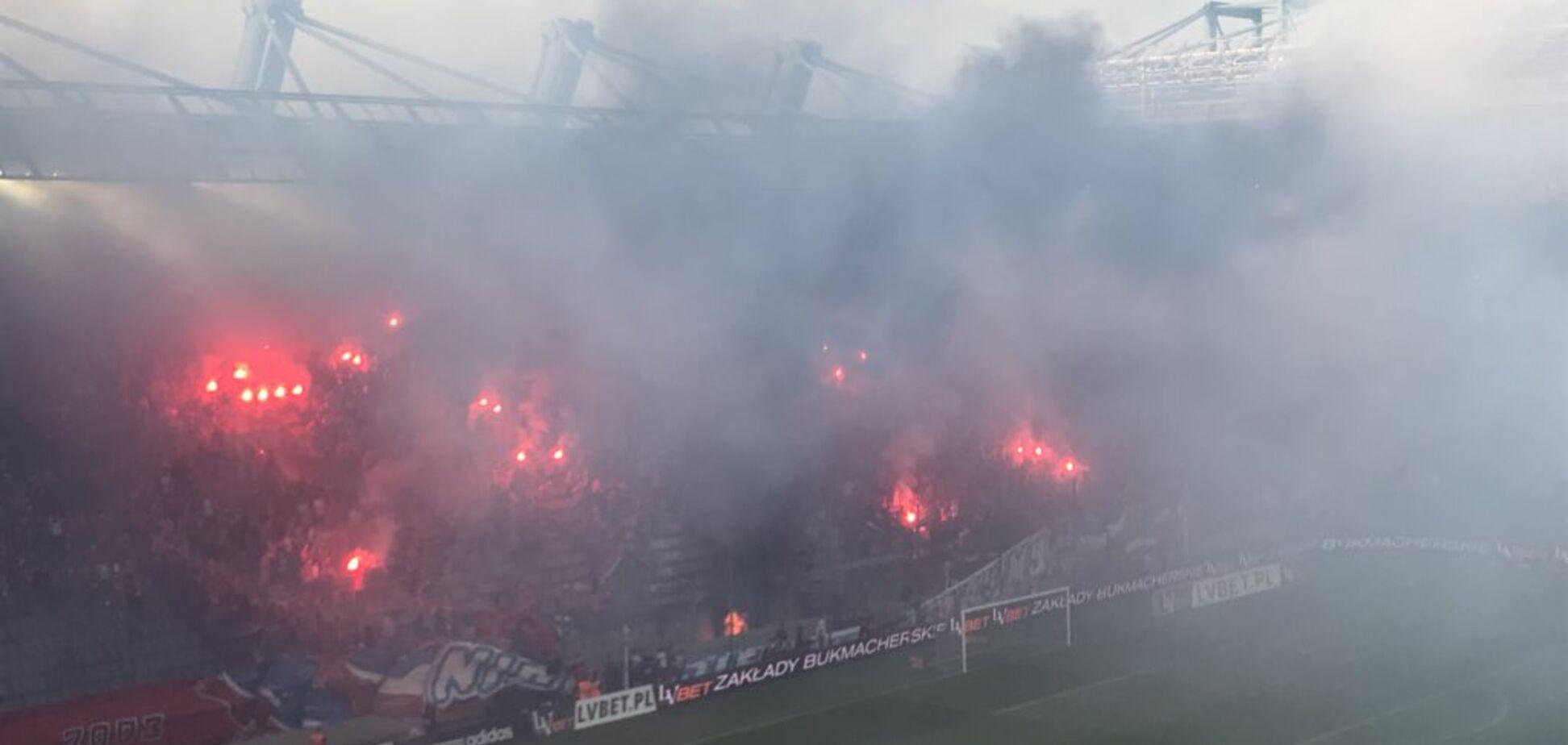 Польские фанаты едва не сожгли полстадиона