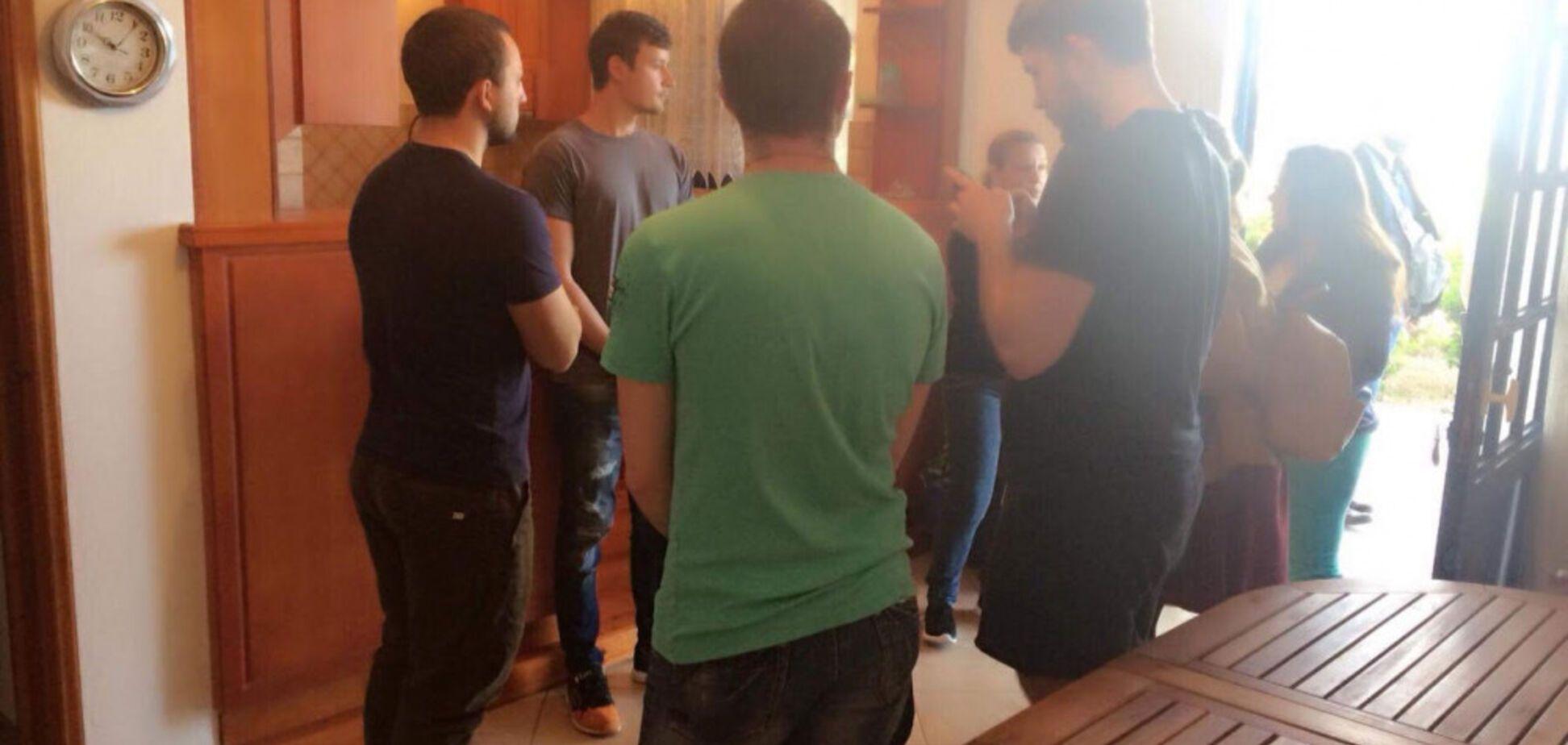 Жилье, питание и лучшие адвокаты: Пантелис Бумбурас помогает 16 задержанным одесским морякам (общество)