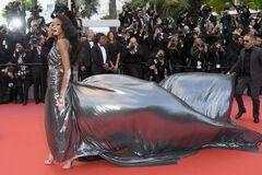Канны-2018: необычная супермодель поразила платьем