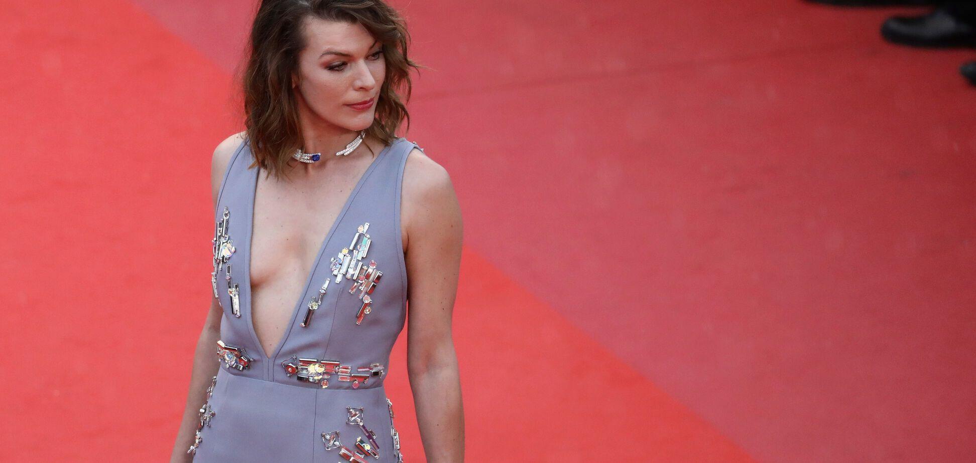 Мілла Йовович в сукні з глибоким декольте опинилася у центрі уваги у Каннах