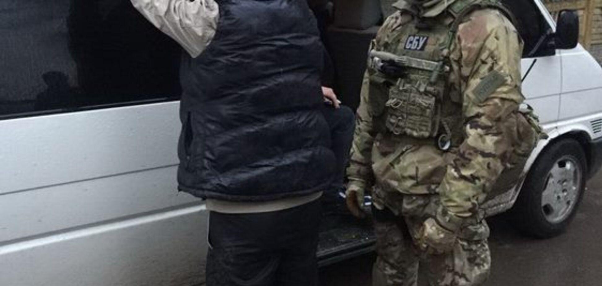 Маскувалися під бійців ЗСУ: в Рівному накрили небезпечну банду