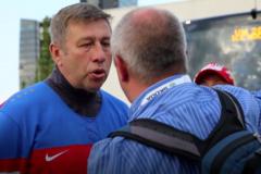 Пьяные российские болельщики напали на журналиста на ЧМ-2018 по хоккею: опубликовано видео
