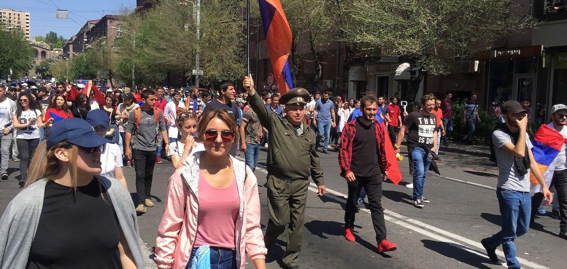 Кінець протестів? Правляча партія Вірменії відмовилася від влади